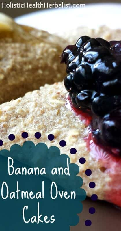 Banana and Oatmeal Oven Cakes - Learn how to make these simple yet delicious oven cakes that are perfect for a pre-workout meal, while you're on the go, or just as an energizing breakfast!